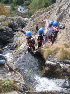Pont de singe au dessus des cascades