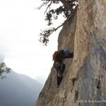 Un peu d'escalade pour Accéder au début de la Via corda de Choranche