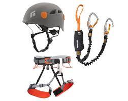 Casque, baudrier et longe l'équipement essentiel de la Via Ferrata. Savoir comment les utiliser est très important. https://www.versant-nord.com/sports-ete-location/